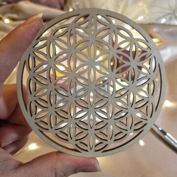 Dřevěný tácek pod svíčku s květem života #2